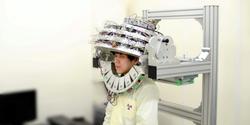 ヘルメット型PET装置